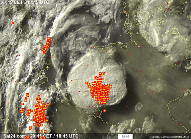 voorbeeld satellietbeeld met onweer