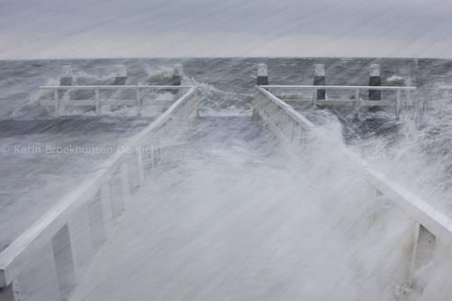 ijzig beeld aan zee