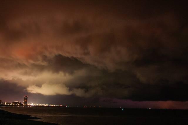 wolkenflarden onder supercell