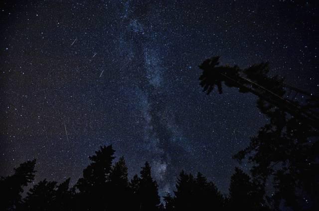 vallende sterren in de ruimte